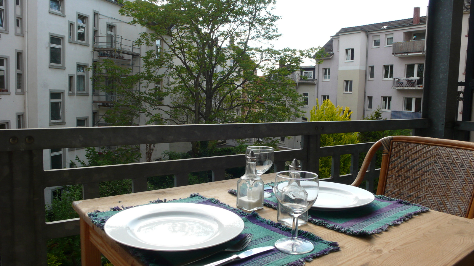 apartment-von-privat-in-frankfurt-next-to-the-fair-balcony-2nd-floor Möblierte 2 Zimmerwohnung mit Balkon %Bockenheim